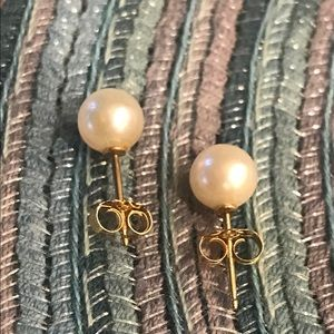 Cultured pearl pierced earrings.